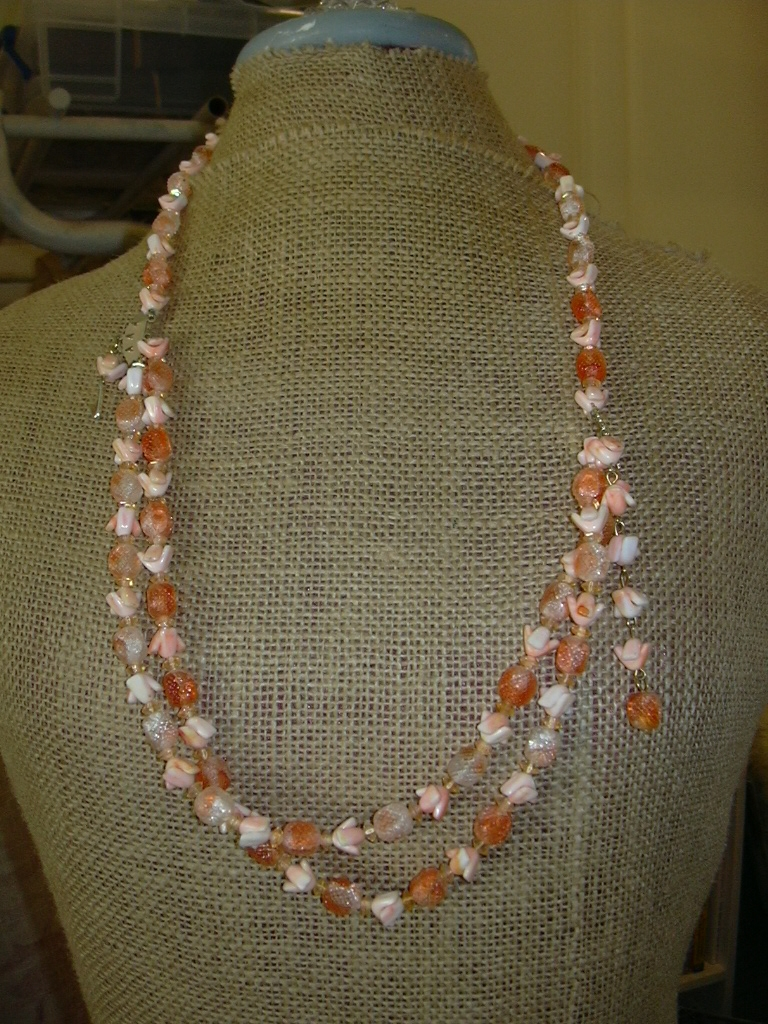 peaches and cream tulip beaded necklace, to be repurposed