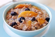 slow cooker peaches and blueberries with steel cut oats